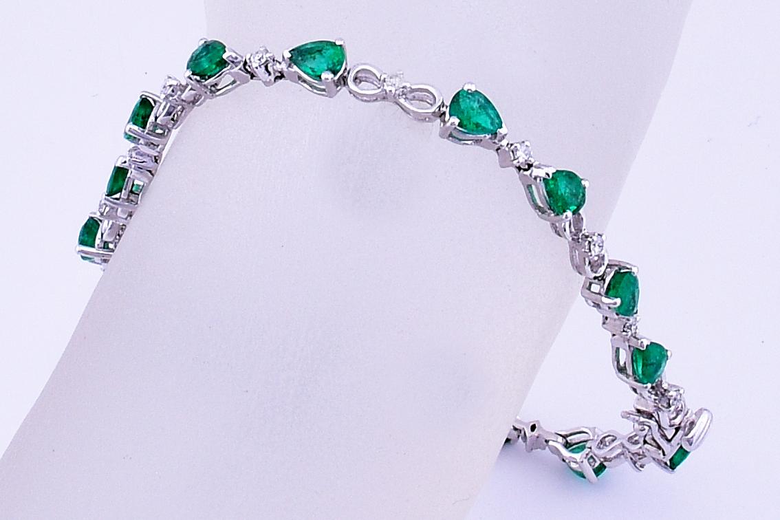 4 Carats Total Weight Emerald Diamond Bracelet