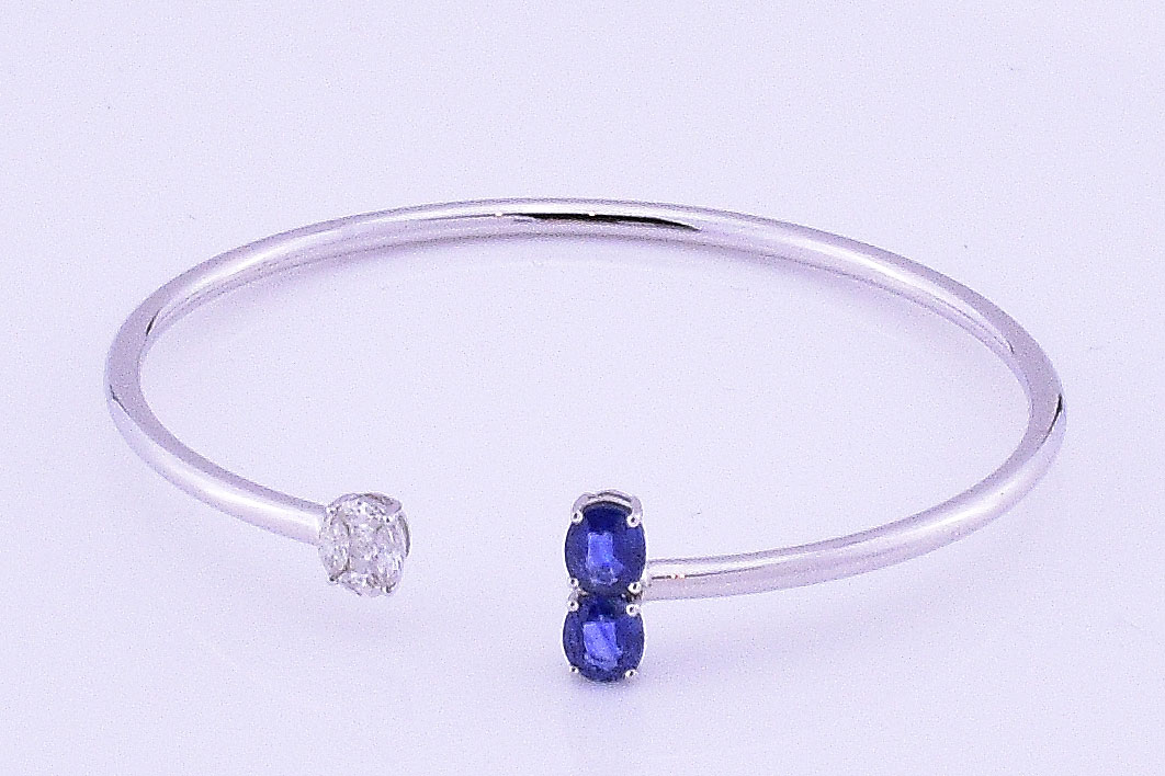 18K White Gold Soft Bangle With Sapphires