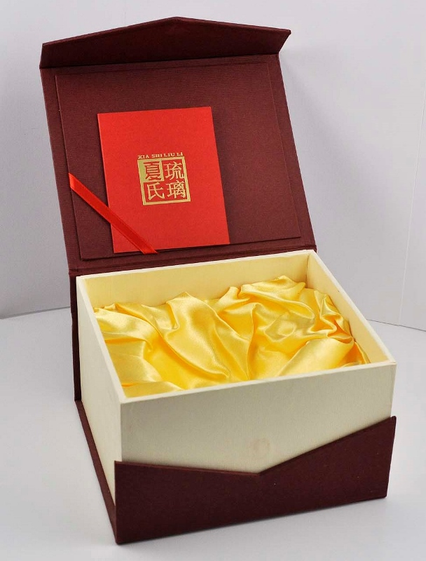 Liuli Glass Figurine - Pine, Bamboo, Plum Blossoms (�竹梅)