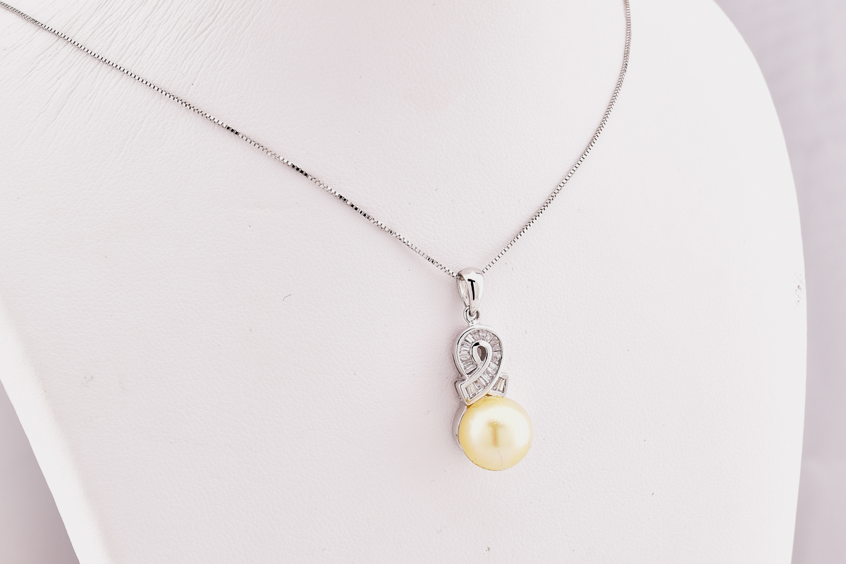 Lovely 18K White Gold Pearl and Diamond Pendant