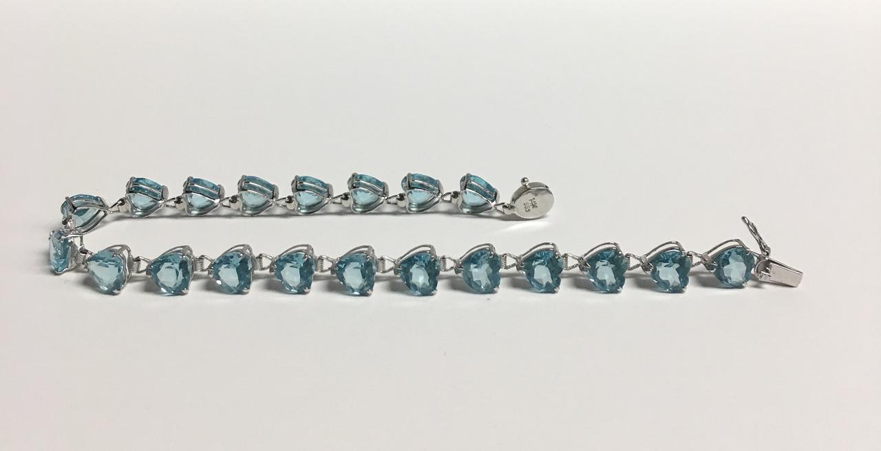 5 Carats Heart Shape Blue Topaz Bracelet