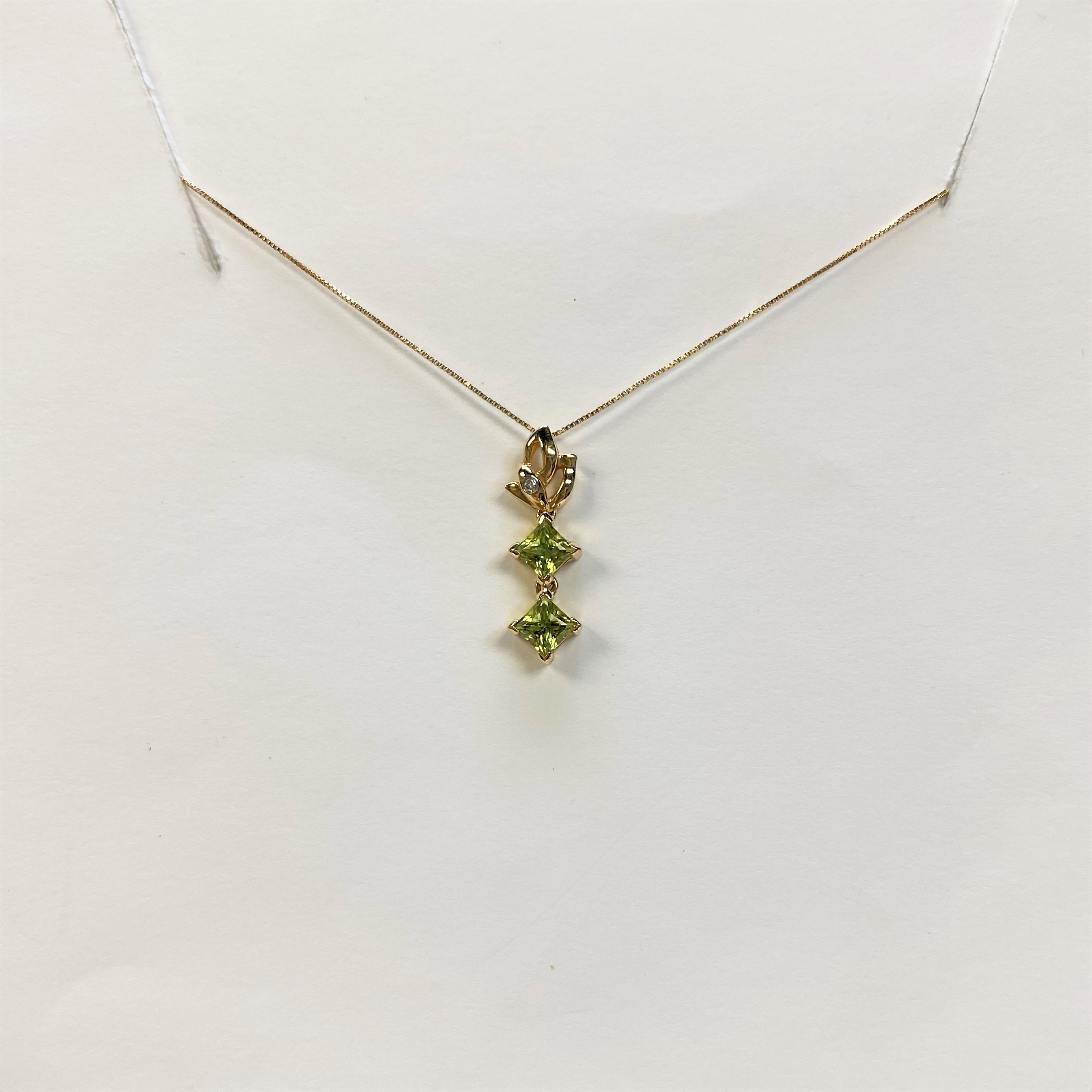 Yellow Gold Pendant With Square Cut Peridot