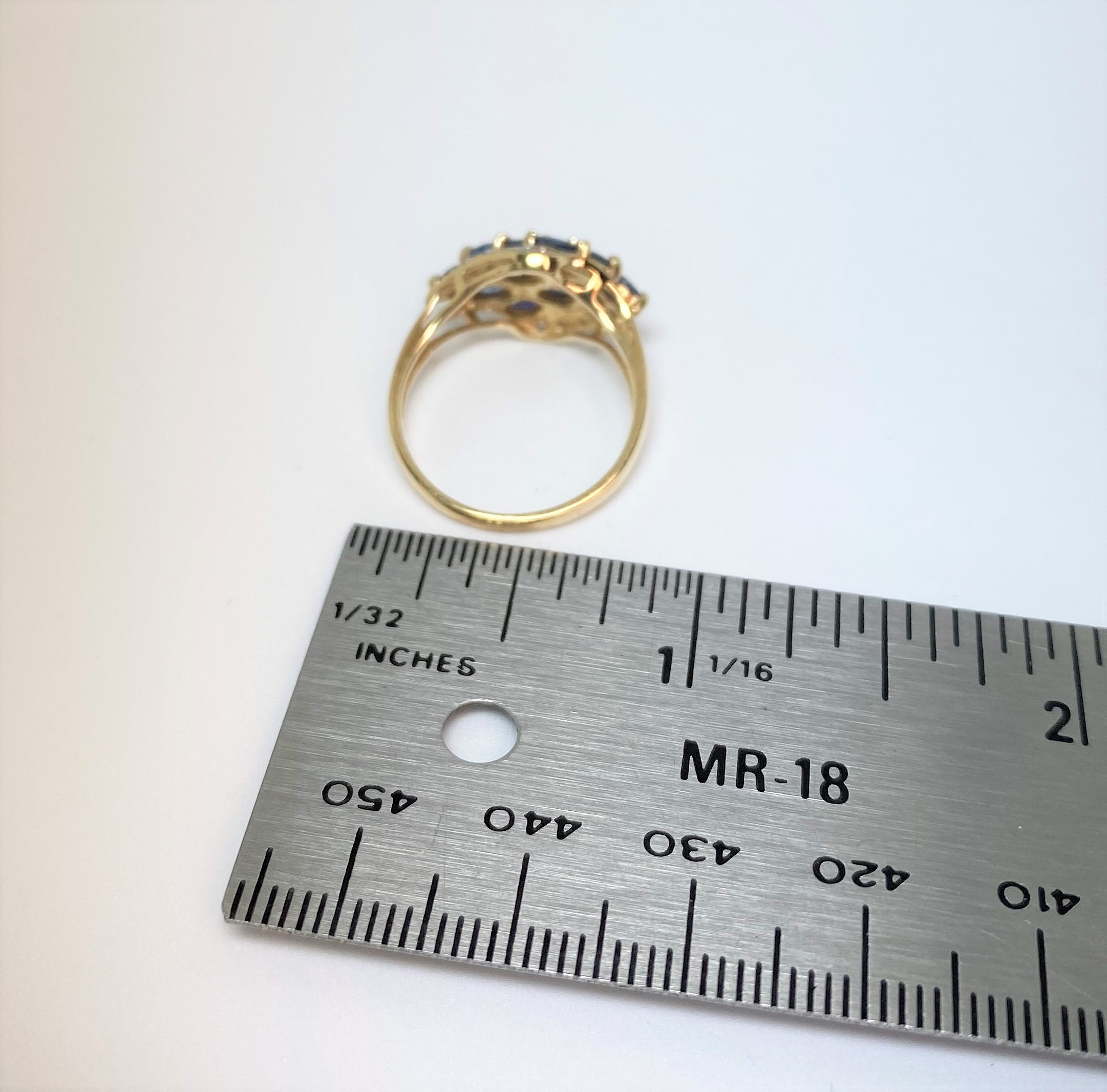 0.75 Carats Total Weight Sapphire Yellow Gold Ring
