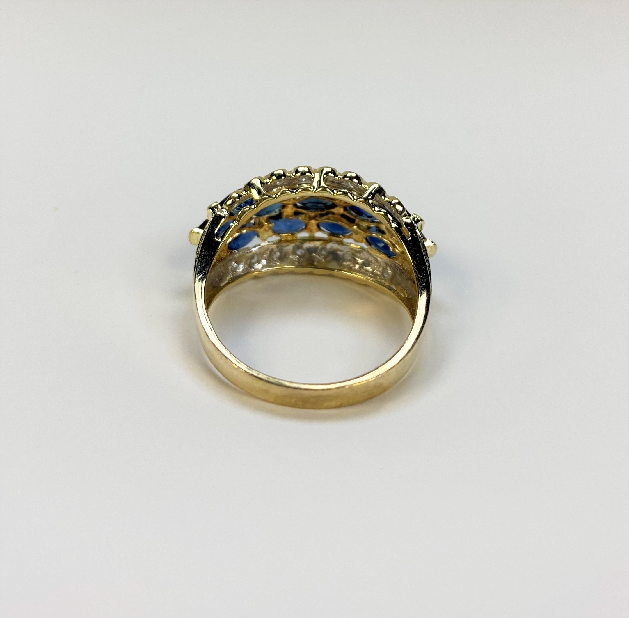1.25 Carats Sapphire Yellow Gold Ring