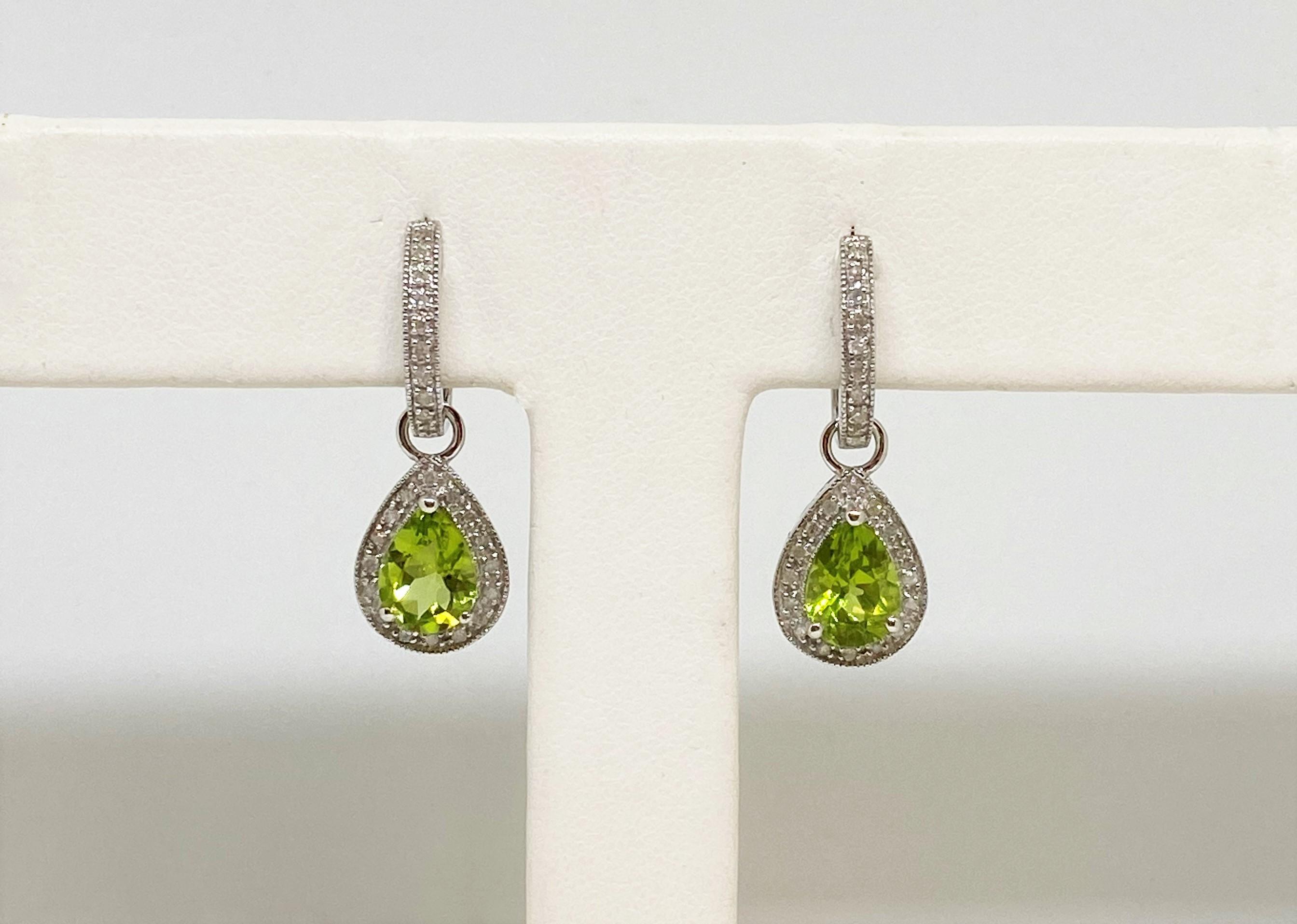 1.5 Carats Peridot White Gold Earrings