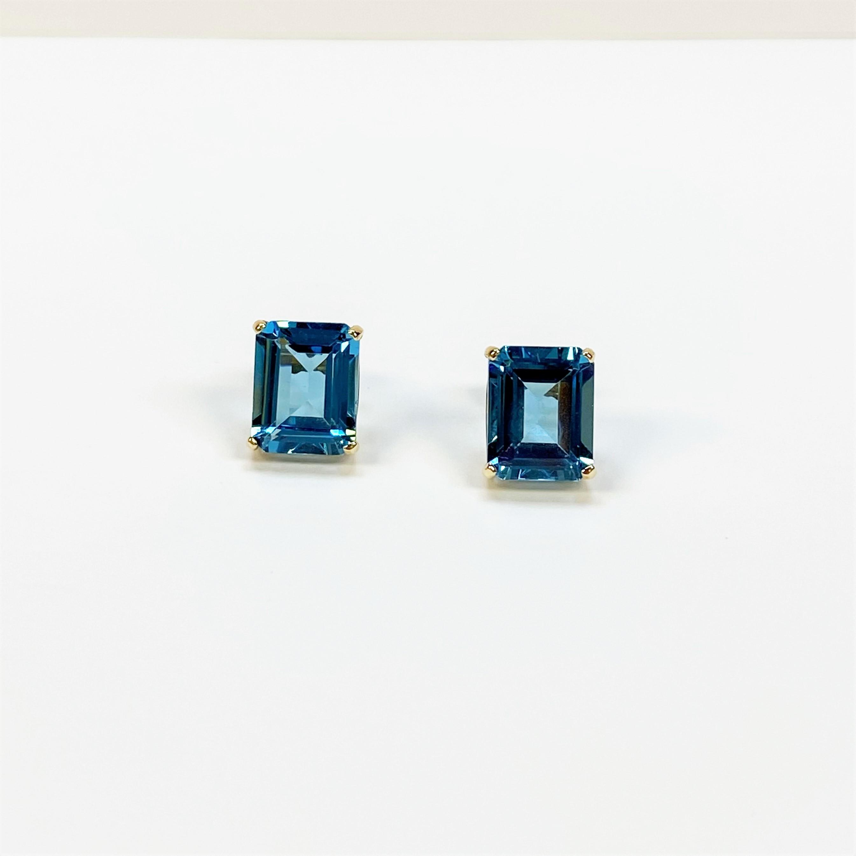 3.50 Carats Blue Topaz Earrings